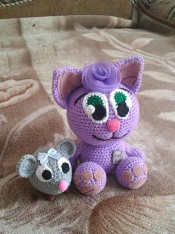 Вязаные мишка и котик по схеме Акоповой Нины