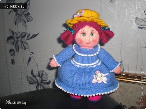 Вязаная спицами кукла Эмили