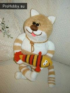 Вязаный спицами кот Обжоркин