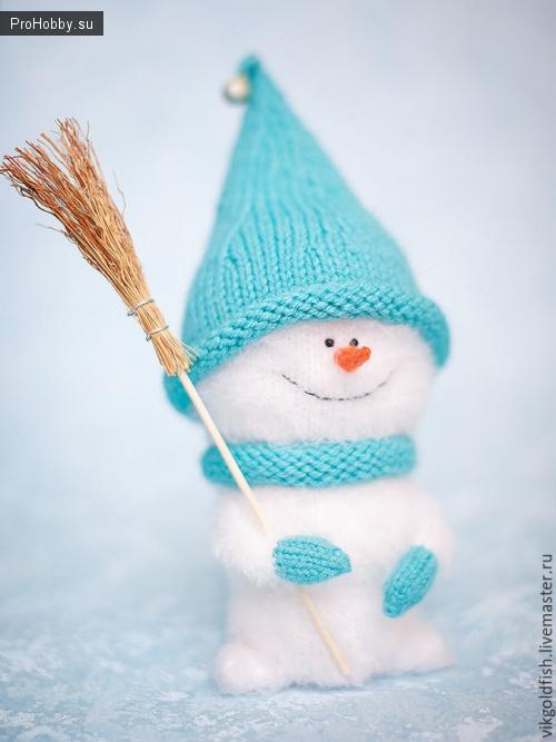 Вяжем спицами милого снеговика