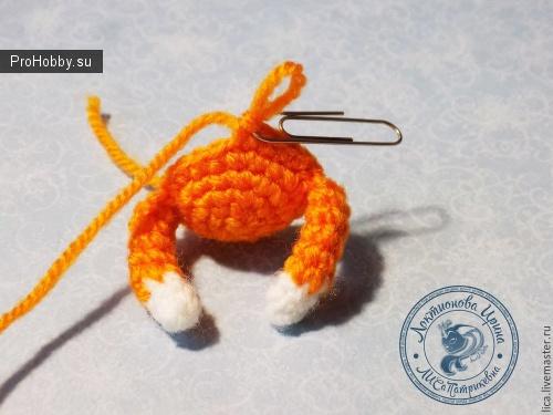 Кот - брелок крючком