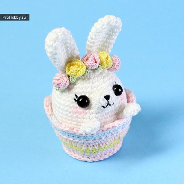 Пасхальный кролик в корзинке