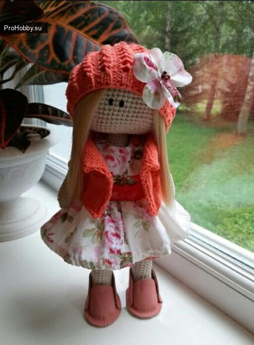 Вязаный беретик для куклы
