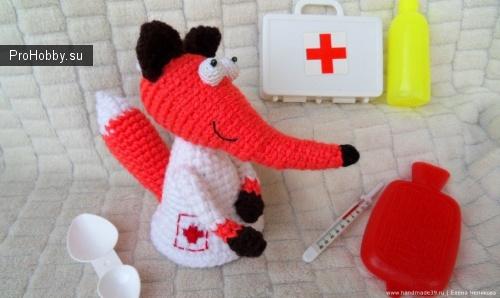 Лисичка-медсестричка крючком