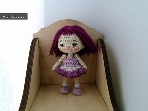 Маленькая куколка связана крючком из хлопковой нити, на каркасе, рост около 8 см, послужит украшением интерьера, отличным подарком на любой праздник.